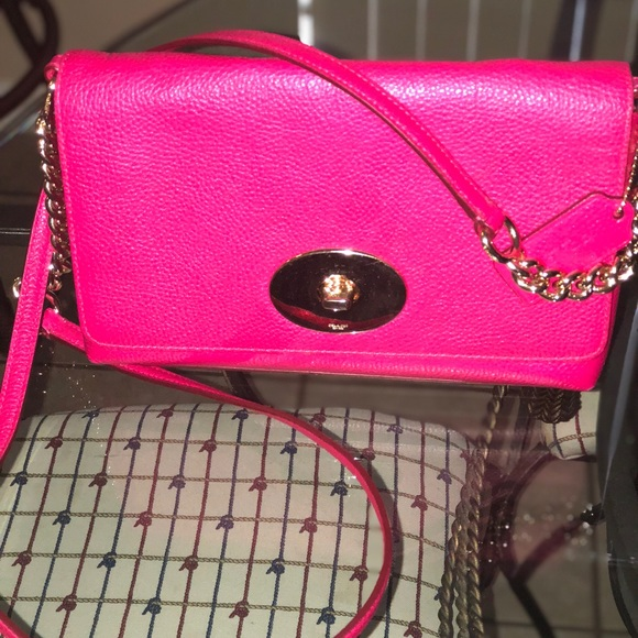 6750cb4fa4d Coach Handbags - Coach Crossbody W/Gold Chain Strap